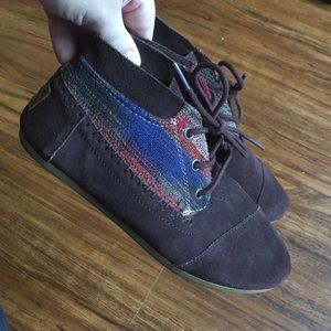 Toms Brown suede Chukka size 6.5